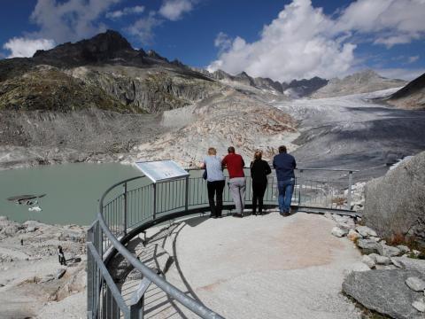 Una vista del retroceso del glaciar Rhone en Suiza en septiembre de 2018.