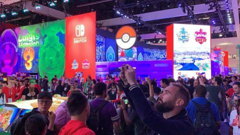 Los visitantes en el stand de Nintendo Co. en la feria de entretenimiento electrónico E3 de Los Ángeles (2019).