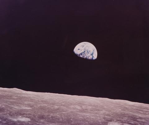 La estructura estaría a una distancia segura de la Tierra, que se encuentra a unos 362.000 kilómetros de la Luna.