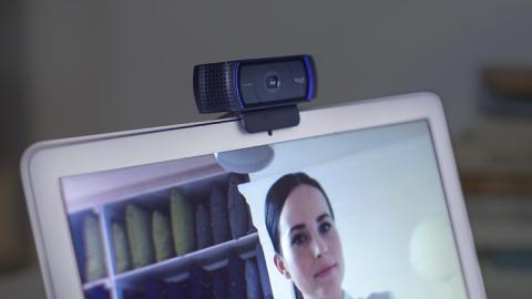 Webcam Logitech en una videoconferencia