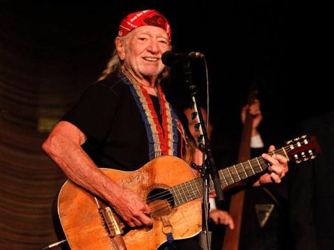 Willie Nelson fue admitido en el Salón de la Fama de la Música Country en 1993.