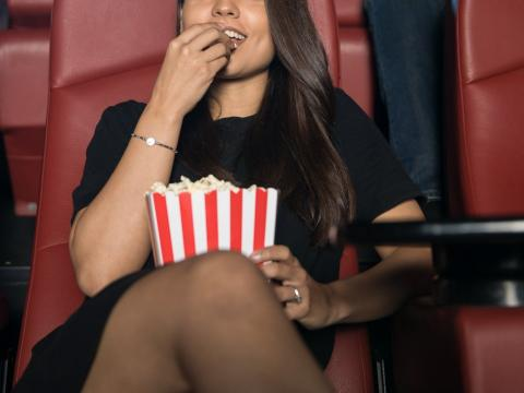 Yo (no en la foto) no era la única persona en el teatro que estaba volando sola.
