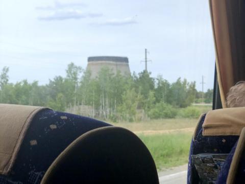 Una foto desde un autobús turístico en la zona de exclusión.