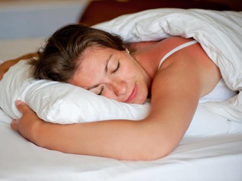 7. Duermen al menos 7 horas cada noche.