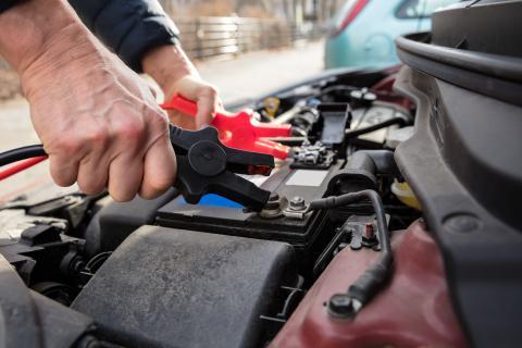 Batería de coche con pinzas