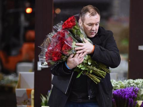 Be careful with outward Valentine's Day displays