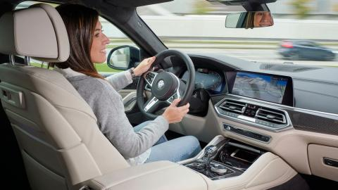 BMW X6 M50i al volante