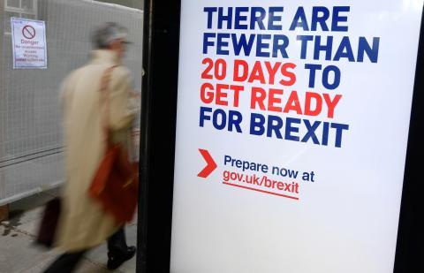 Un cartel sobre los preparativos para el Brexit en Reino Unido