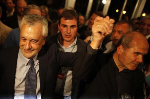 Chaves y Griñán tras conocer los resultados de las elecciones generales en Sevilla en 2012.