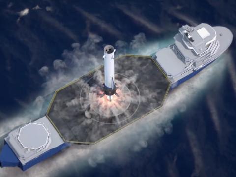 Una representación del nuevo propulsor de cohetes Glenn de Blue Origin aterrizando en un barco en el océano.
