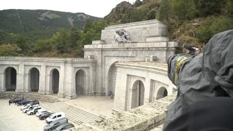 Ensayo de cámaras de RTVE y EFE antes de la exhumación de Franco del Valle de los Caídos.