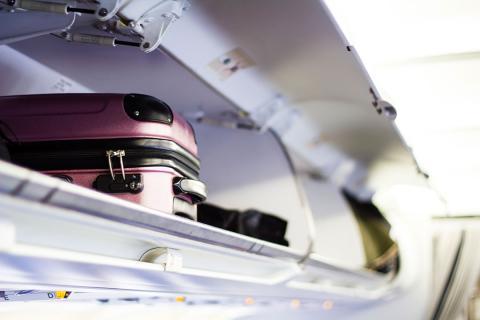 Equipaje de cabina en el avión
