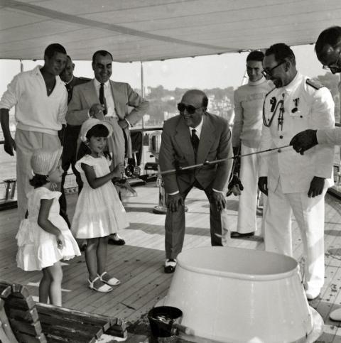 Franco y sus nietos en el yate Azor