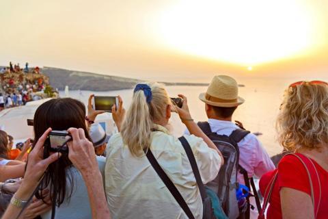 La isla es famosa por sus espectaculares vistas del atardecer.