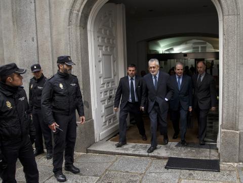 Griñán sale del Tribunal Supremo en Madrid.