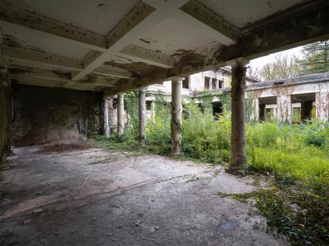 Pilares dentro del balneario de Tskaltubo.