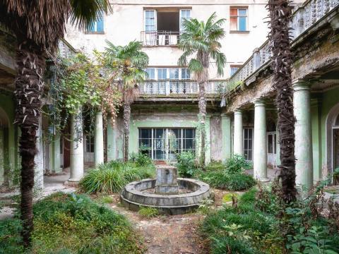 Un jardín en el balneario de Tskaltubo.