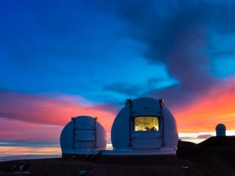Los telescopios Keck I y Keck II en Mauna Kea en Hawaii.