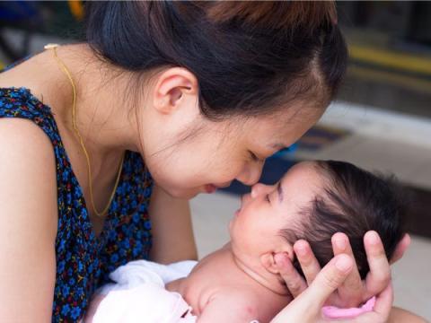 Las mitocondrias maternas transmitidas a los niños pueden explicar por qué tratan de imitar los sonidos que hacen sus madres en lugar del vocabulario de sus padres.