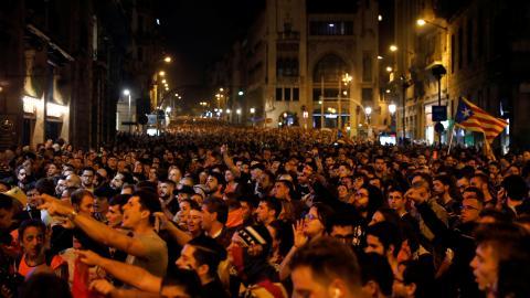 Miles de personas se manifiestan en el centro de Barcelona para protestar contra la sentencia del procés.