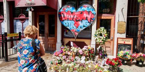 Un monumento en Dayton, Ohio (Estados Unidos), después del tiroteo masivo de agosto.