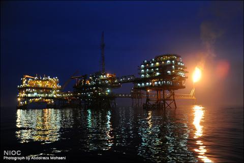 Una planta petrolífera en el mar de National Iranian Oil Company