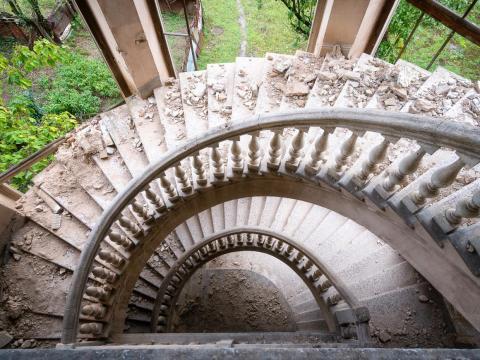 Una escalera de caracol en el balneario de Tskaltubo.