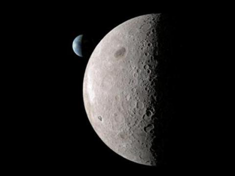 La luna vista desde el espacio.