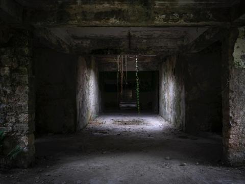 Una habitación oscura dentro del balneario de Tskaltubo.