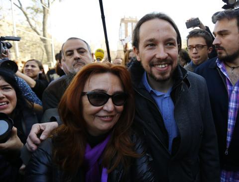 Pablo Iglesias junto a su madre, Luisa Turrión, en una foto de archivo de 2015.