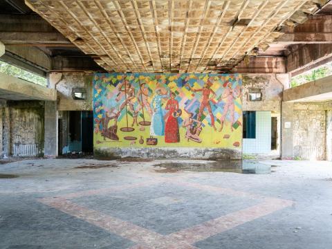 Un mural dentro del balneario.