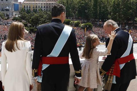 La princesa Leonor en la proclamación del Rey Felipe VI y la Reina Letizia.