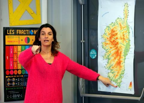 Profesora enseñando idiomas