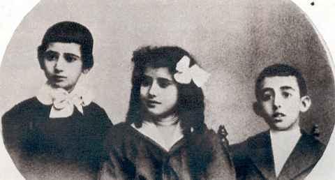Ramón, Pilar y Francisco Franco en 1906