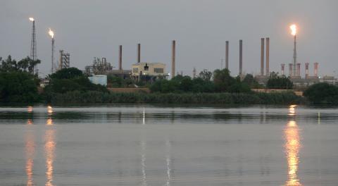 Vista de una refinería de Saudi Aramco
