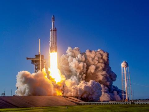 SpaceX lanza por segunda vez el cohete Falcon Heavy el 11 de abril de 2019.