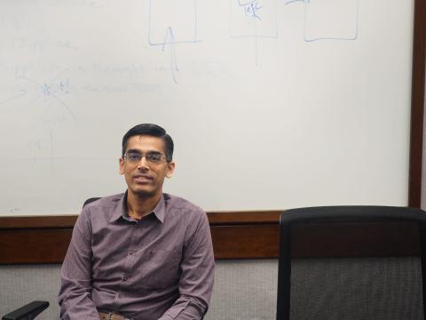 Sriram Raghavan es el vicepresidente de IBM Research AI.