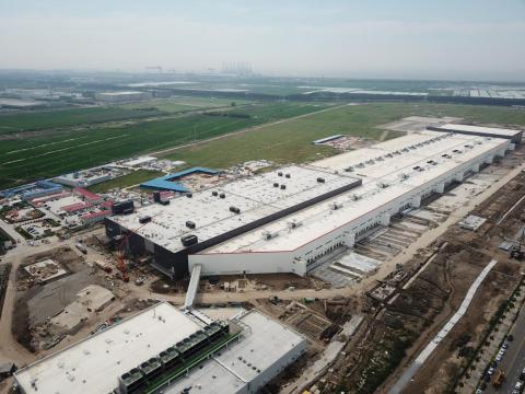 La fábrica de Tesla estaba casi terminada en agosto cuando se tomó esta foto. Algunos informes indican que la compañía podría comenzar la producción allí en el cuarto trimestre de 2019.