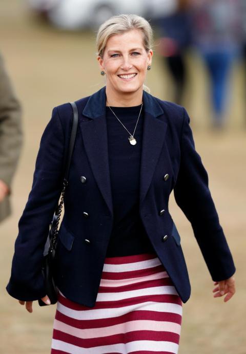 Hoy en día, Sophie es considerada un miembro oficial de la familia real. La pareja tiene dos hijos: Lady Louis Windsor y James, vizconde Severn.