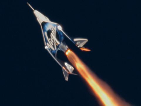 SpaceShipTwo, o VSS Unity, se lanza hacia el borde del espacio el 13 de diciembre de 2018.