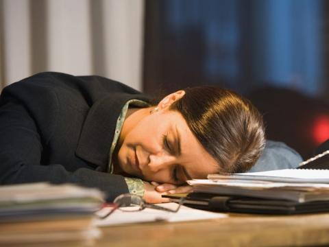 Según Wouterson, ofrecer entrenamiento para dormir o instalaciones para dormir puede ser una buena inversión para los empleadores.