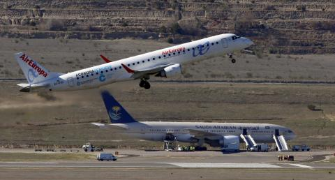 Un avión de Air Europa en plena maniobra de despegue