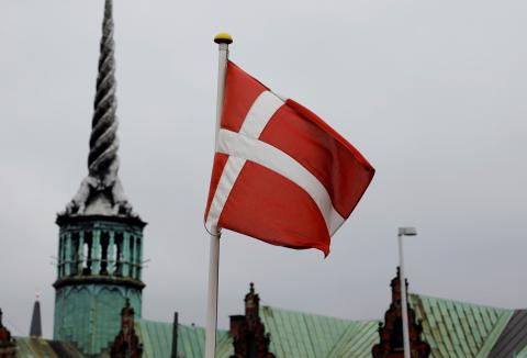 La bandera danesa ondea en Copenhague