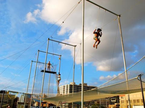 Según se informa, Brin también gasta dinero en clases privadas de trapecio.