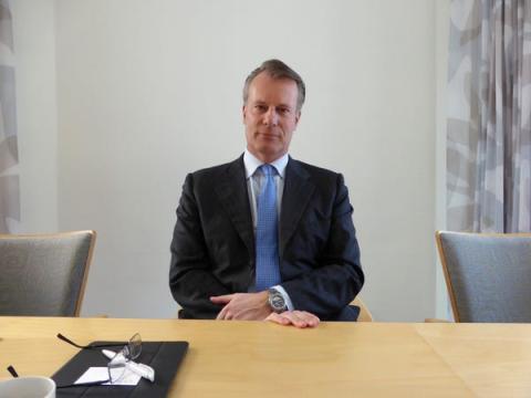 Cada una posee el 42,2% de la compañía de inversiones Ferd, con sede en Oslo, fundada por su padre Johan H. Andresen.