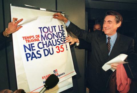 Un cartel anuncia la entrada en vigor de la semana laboral de 35 horas en Francia