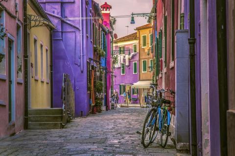 La zona es conocida por sus casas de colores.