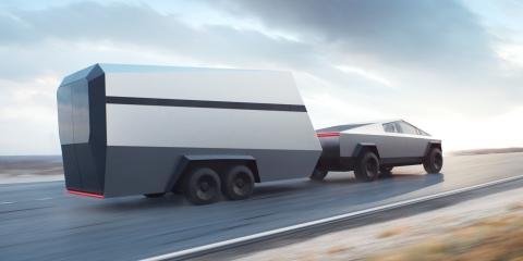 Cybertruck de Tesla con una caravana.