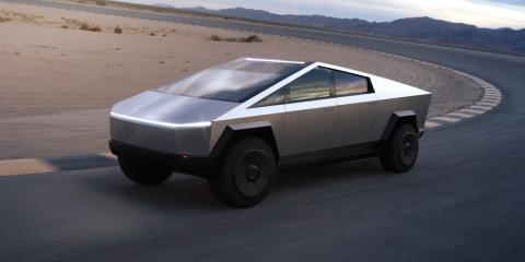 El Cybertruck de Tesla en la carretera.