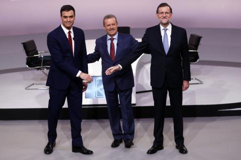 Manuel Campo Vidal modera el debate entre Pedro Sánchez y Mariano Rajoy en 2015.